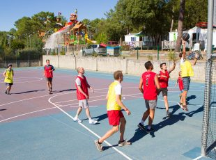 Activité,-terrain-multisport au camping en Gironde